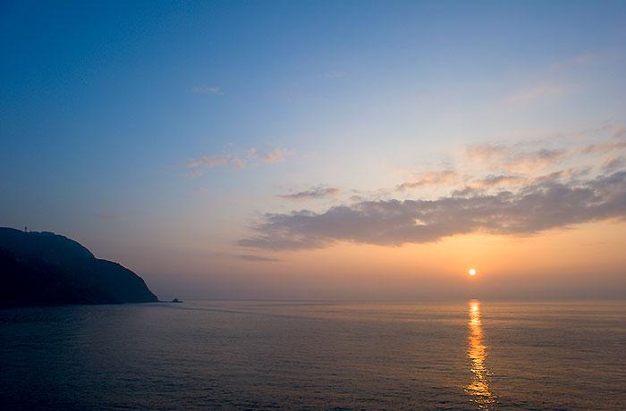 稲取温泉の朝日